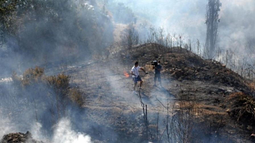 Осем пожара бушуват в Гърция