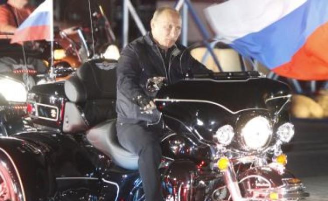 Путин поведе рокери, яхнал