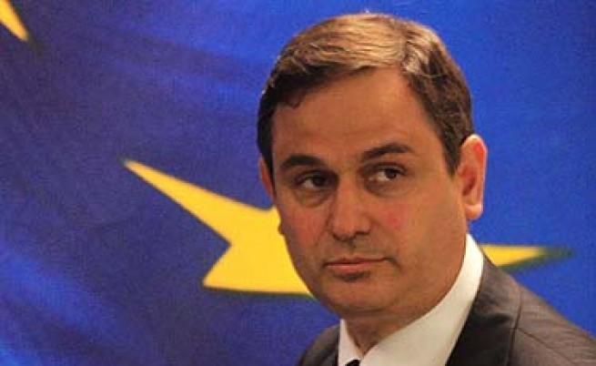 Гърция има пари само до октомври