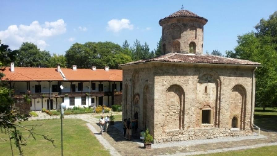 """Църквата """"Свети Йоан Богослов"""" в Земенския манастир"""
