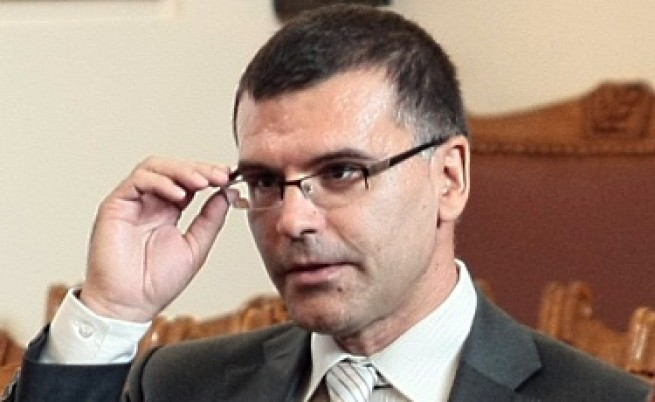 Дянков: Изкуствено отлагат фалита на Гърция