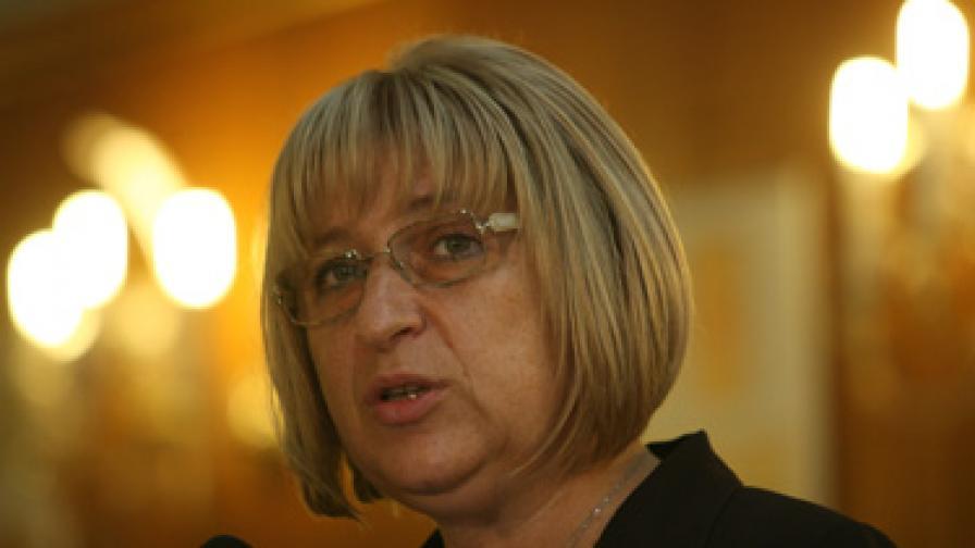 Цачева: Да спираме заседанията на НС дни преди изборите