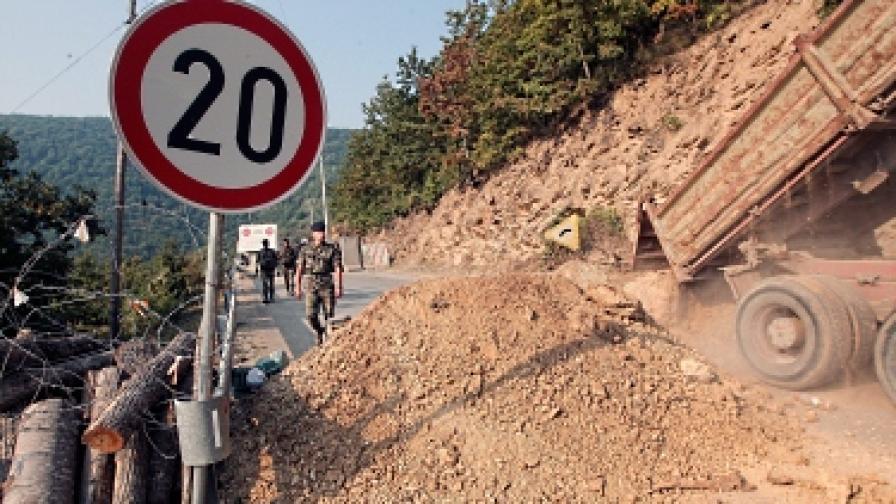 КейФОР пак събаря барикади в Северно Косово