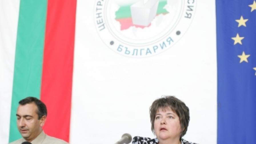 Говорителите на ЦИК Ралица Негенцова и Бисер Троянов