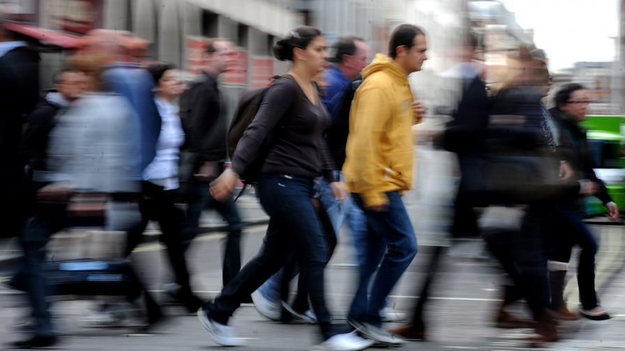 Хиляди младежи чакаха на опашки за работа в ЕС
