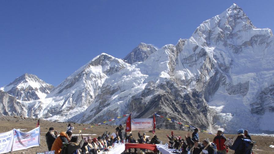 Еколози искат тоалетни на Еверест