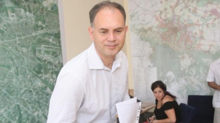 Георги Кадиев иска да се замразят обществените поръчки в Столична община до изборите