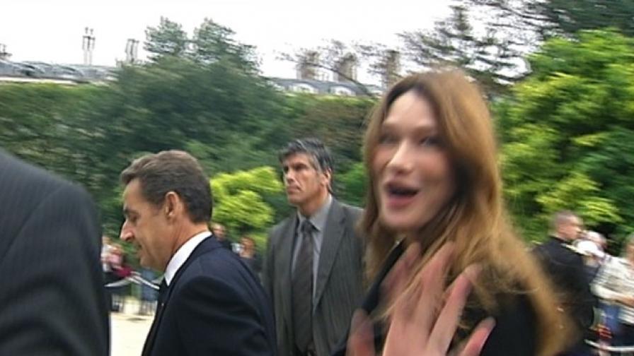 Карла роди момиченце на Саркози