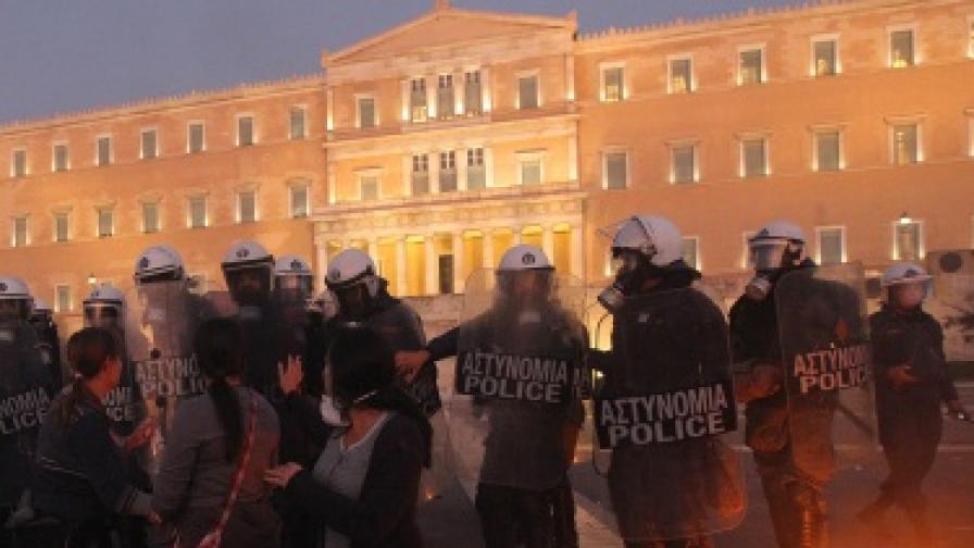 Гърция: Приеха плана за още по-строги икономии