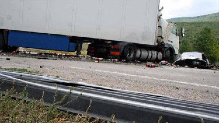 Девет загинали в тежка катастрофа с български ТИР в Турция