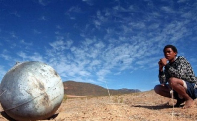 Какви са металните топки, падащи от небето?