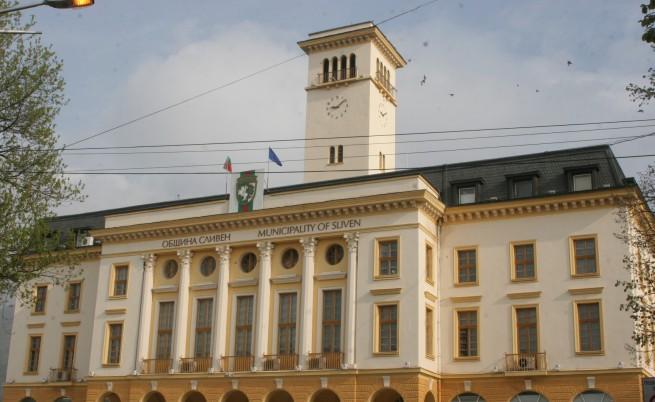 Палеж пред кметството в Сливен