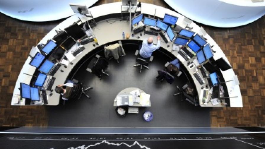 Опасения за фалит на Италия сринаха пазарите