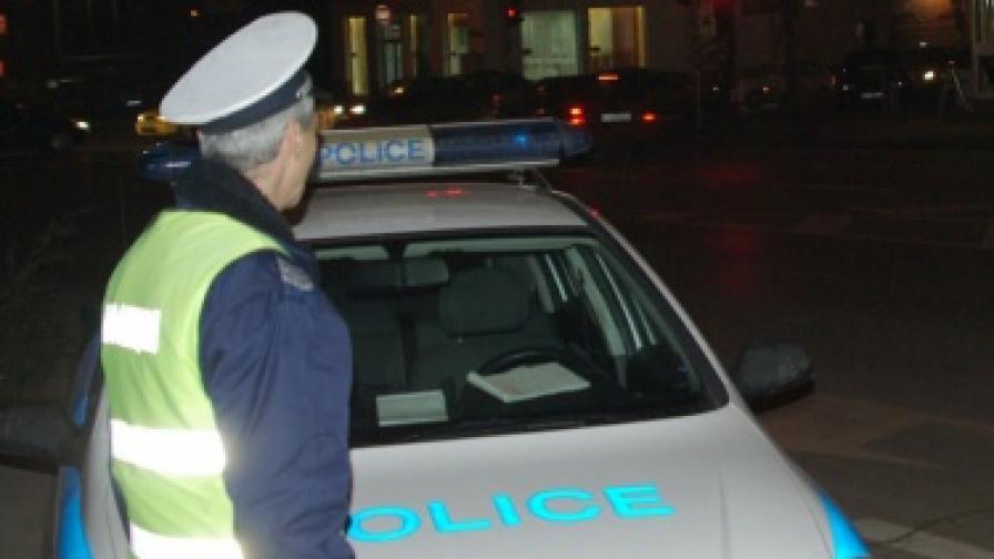 Задържаха осем души за рекет в Бургас