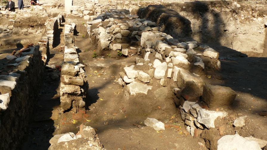 Антични сгради под бургаските минерални бани