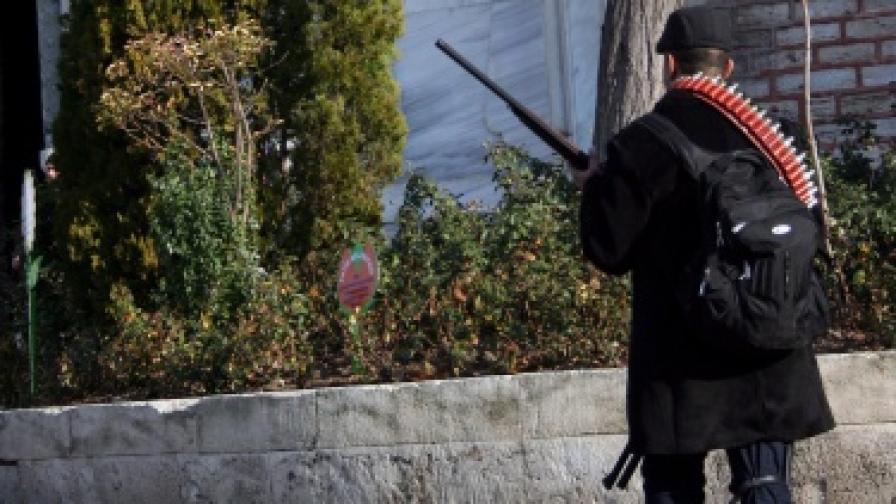 Трима ранени след стрелба в центъра на Истанбул