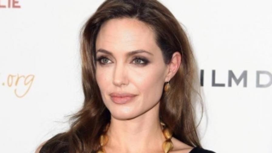 Плагиат ли е Анджелина Джоли?