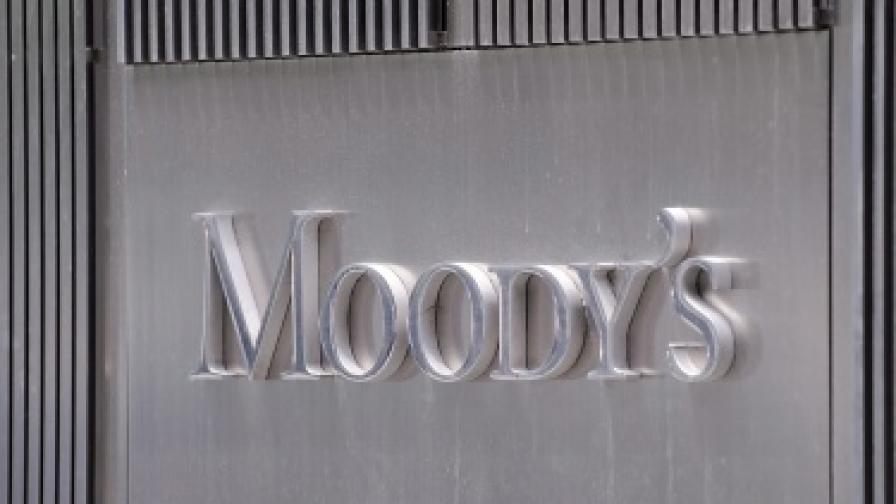 """""""Мудис"""" намали рейтинга на три големи френски банки"""