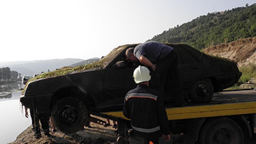 Мистерия с кола, водоем и изчезнал автокрадец