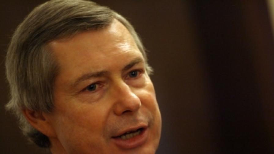 Посланик Уорлик: Управляващите трябва да чуят гласа на хората