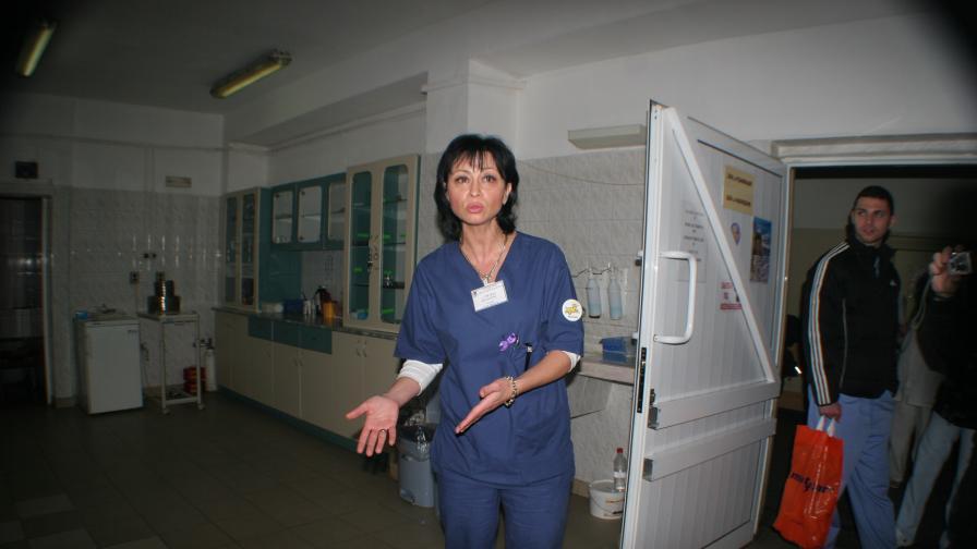 Роми засичат линейка, а после бият лекари в старозагорската болница