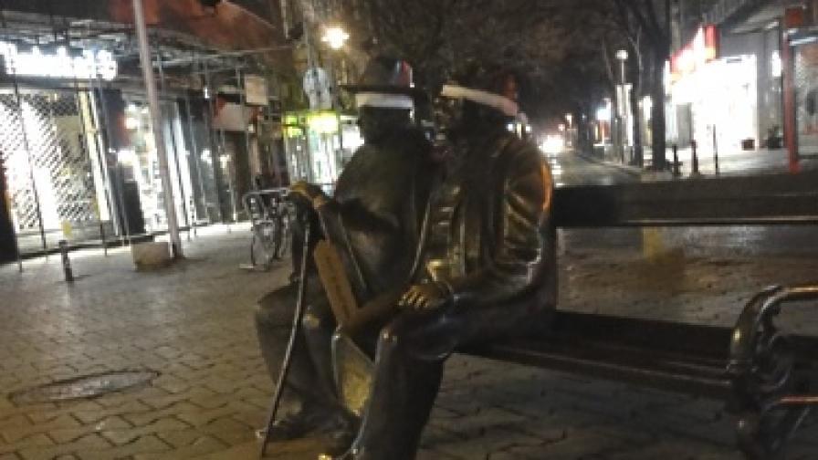 Защо статуи в София осъмнаха с превръзка на очите?