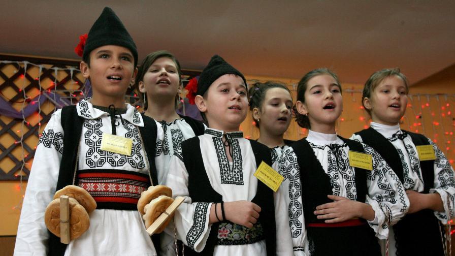 Хиляди коледари в бой за дарове в Румъния