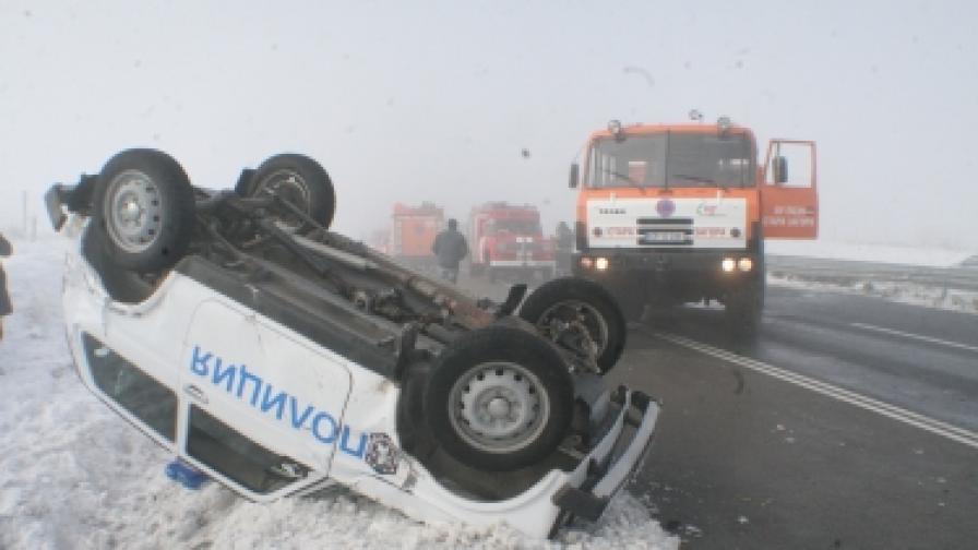 """20 автомобила във верижни катастрофи на """"Тракия"""""""