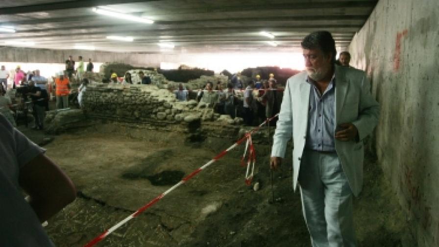 Министър Вежди Рашидов на представянето на нови археологически открития в метростанцията до ЦУМ