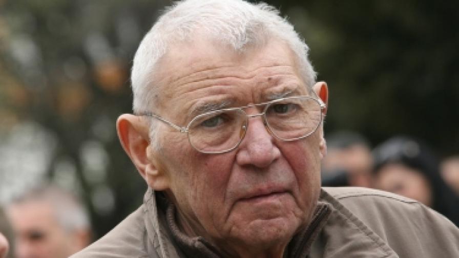 Почина Иван Андонов