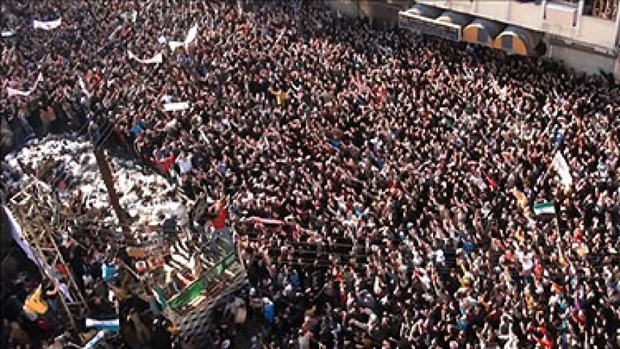 Вчера в Хомс се бяха събрали близо 70 хил. демонстранти, които искаха наблюдателите да чуят гласа им