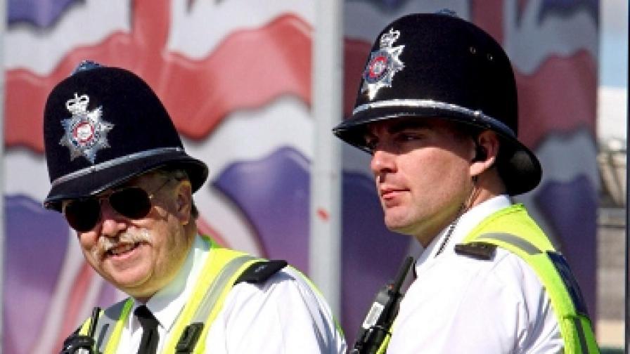 Доклад: Британските полицаи да не пият с журналисти