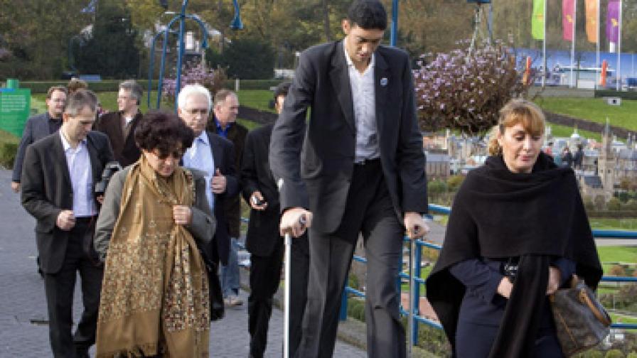 Най-високият мъж в света още расте