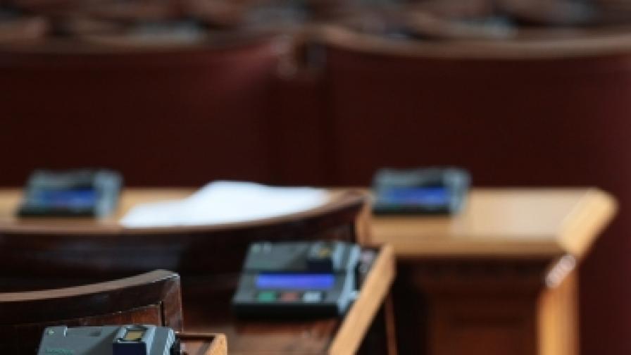 Опозицията критикува, ГЕРБ си изпълнява плана за реформи