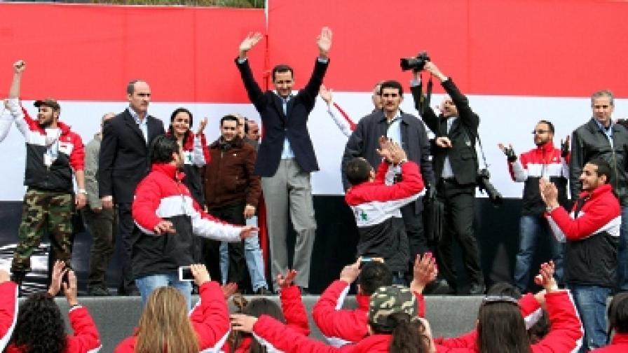 Асад се появи публично; наблюдател избяга от Сирия