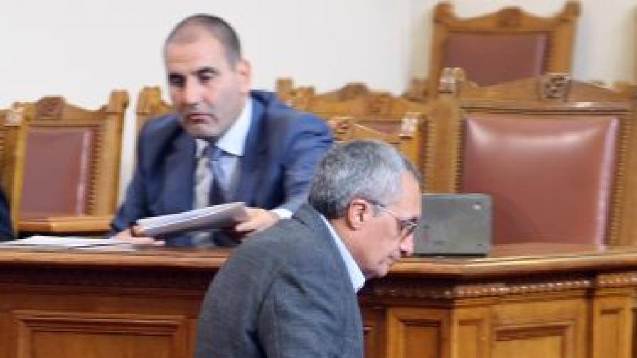 Сини и червени искат искат парламентарни проверки за самоубилия се Чочо