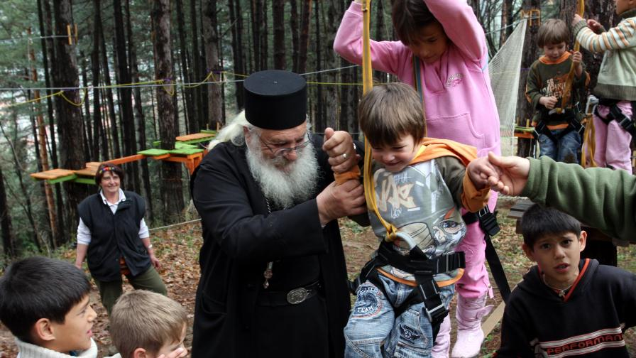 13 деца от приюта на отец Иван в Нови хан вече ходят на градина