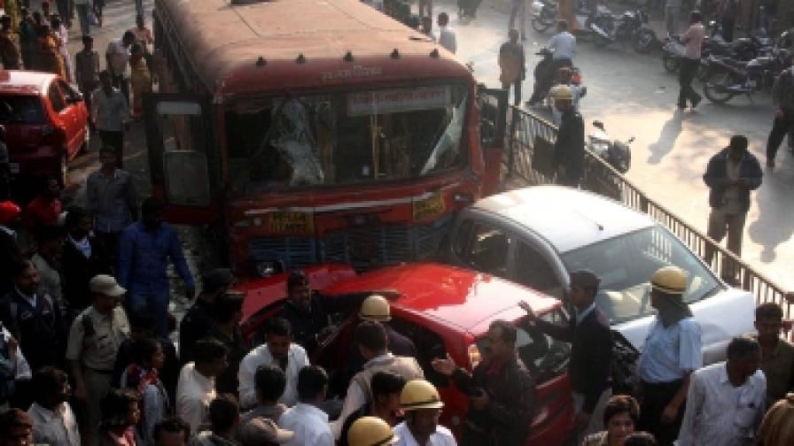 Индия: Шофьор обезумя и уби девет души