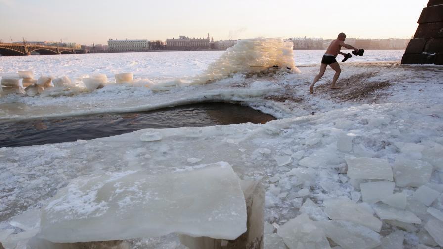 За оцеляване: Как да запалим огън от лед