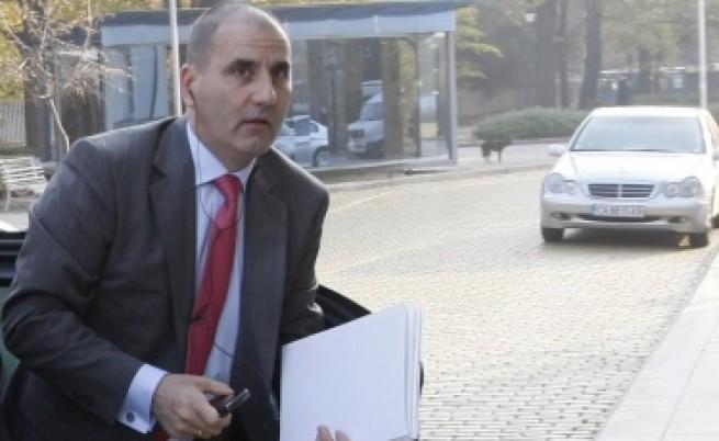 Депутати: Има нарушения по случая