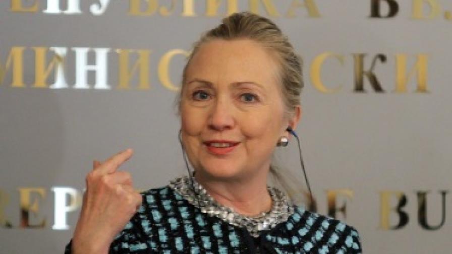 Хилари Клинтън на пресконференция в Министерски съвет