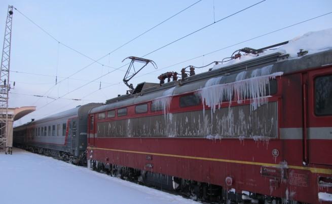 Движението на влаковете по няколко линии в страната е спряно