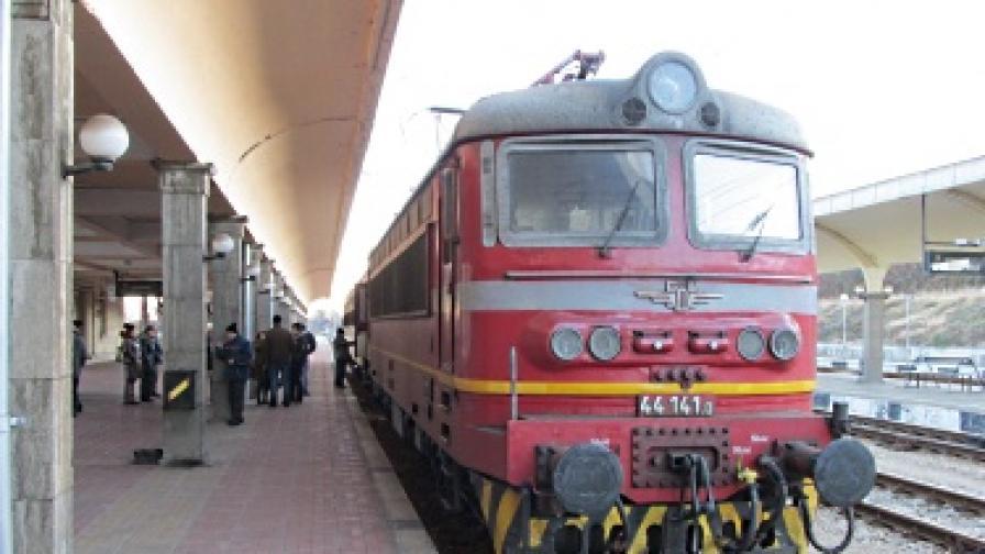 Влаковете за Силистра отново вървят след 9 дни прекъсване