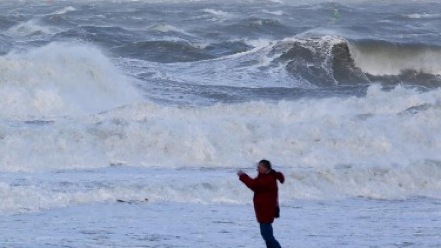 Шестметрови вълни в Кипър