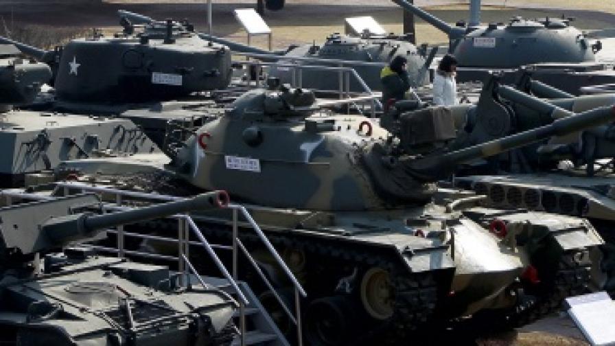 Корейски военни маневри по границата