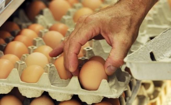 Производители: Яйцата са скъпи, защото кокошките са малко