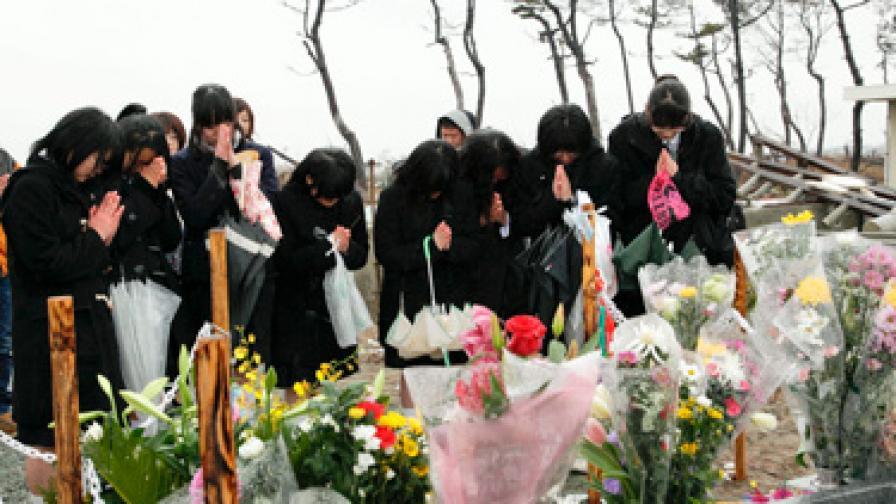 16 хил. свещи в памет на загиналите в Япония