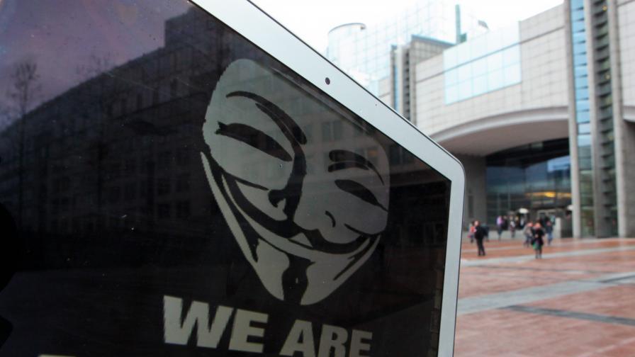 Десетки в бизнеса и във властта засегнати от хакерски атаки