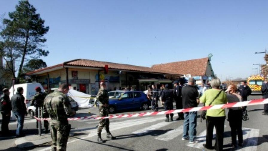 Франция: Двама войници загинаха при стрелба