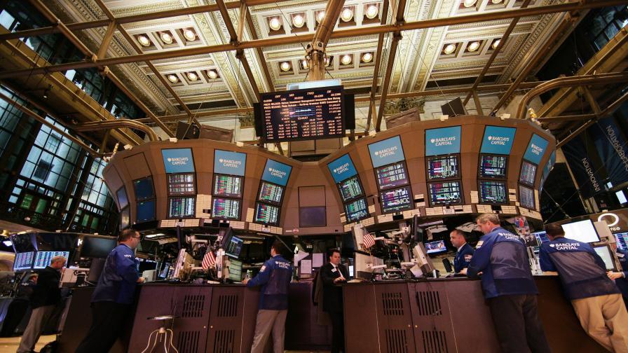Горките банкери от Уолстрийт, които си бъркат в носа от стрес